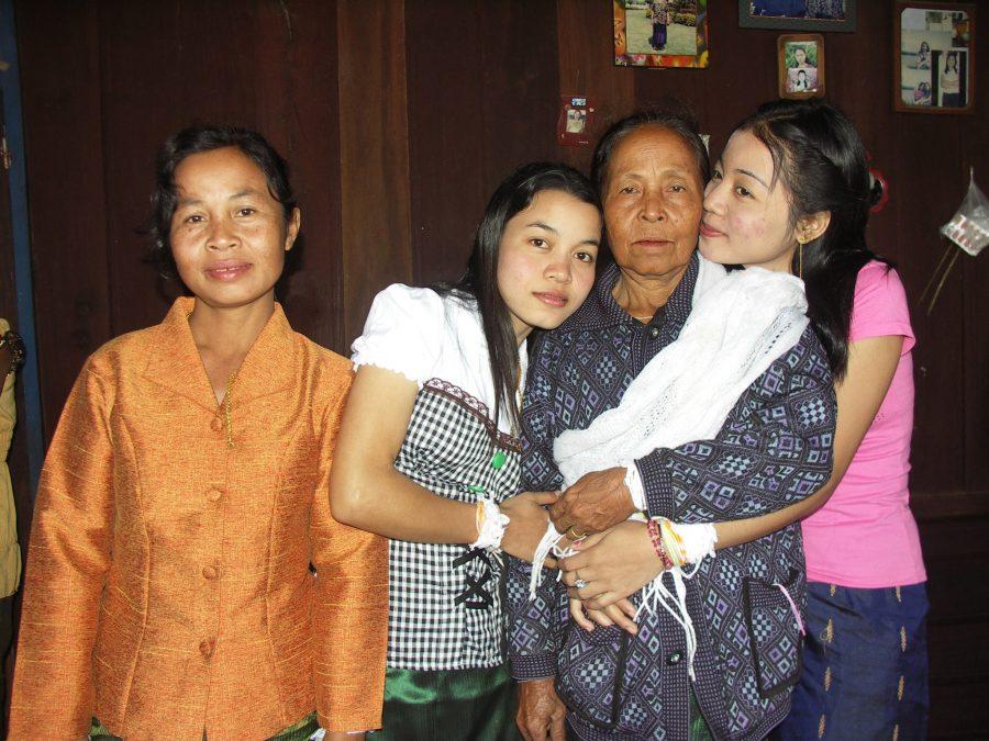 แม่คือยอดหญิงในดวงใจ,วันแม่,เพื่อแม่,แม่ของเรา
